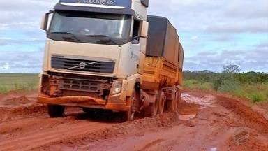 No médio-norte atoleiros também preocupam produtores - O período intenso de transporte de grãos nem começou e algumas estradas já estão em condições ruins. A aplicação do fethab é aguardada pelos produtores