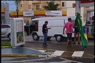 Insatisfeitos com preços de combustíveis, motoristas fazem mais um protesto em Uberaba - Manifestação foi realizada neste final de semana.