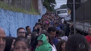Primeiros sintomas da febre amarela podem parecer com os de outras doenças - Diagnóstico de febre amarela é difícil. Na Bahia, foi registrado o primeiro caso de morte por febre amarela desde o ano de 2000, segundo a Secretaria Estadual de Saúde. Em São Paulo, as filas continuam grandes.