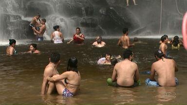Jovem de 25 anos morre afogado em Ponta Grossa - Foi neste domingo, em um dos principais pontos turísticos da cidade, na Cachoeira Mariquinha.