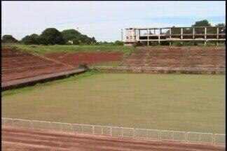 Obras do estádio Municipal de Ituiutaba devem ser retomadas em fevereiro - Obras para conclusão das obras do estádio devem retomadas no próximo mês, após dois anos paralisadas.