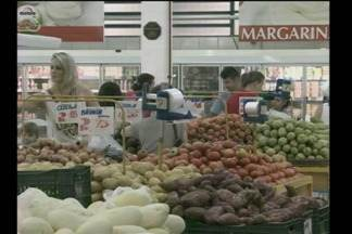 A carne pesa no bolso do consumidor - Uma pesquisa com os preços da cesta básica aponta os itens mais caros.