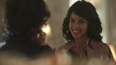 Lucinda se despede de Emília e diz que vai seguir os conselhos da tia - Carolina chega para visitar Emília e conta que deseja fazer um recital no Grêmio Cultural