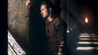 Afonso pensa nas palavras que ouviu da mandigueira na floresta - Ela disse que talvez seja tarde demais para o príncipe voltar a Montemor