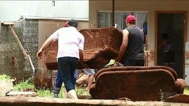 Prefeitura de Umuarama vai pagar aluguel para famílias desabrigadas após temporal - O aluguel deve ser de R$ 600. Dezenas de famílias foram obrigadas a deixar as casas.