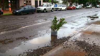 Chuva gera transtornos em bairros de Cascavel e atrasa obras da prefeitura - Do começo do ano até agora foram registrados apenas três dias de sol.