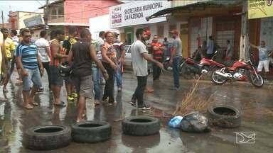 Vigilantes bloqueiam Avenida em Paço do Lumiar - Protesto aconteceu por causa de salários atrasados.