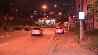 Homem tem carro roubado em Jardim América, Cariacica, ES - Carro ainda não foi encontrado e ninguém foi preso.