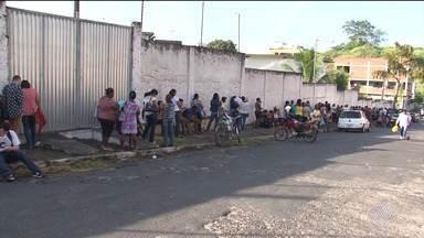 Prefeitura de Itabuna abre vagas temporárias de trabalho e gera filas para inscrição - Estão sendo oferecidas 130 vagas são para professor, servente, assistente social e fonoaudiólogo.