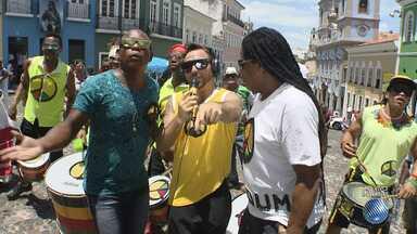 Olodum se apresenta no centro histórico de Salvador nesta terça-feira (16) - A banda comanda mais uma edição da tradicional 'Terça da Bênção' e recebe baianos e turistas.