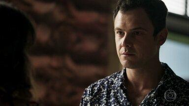 Gael diz a Clara que irá ajudá-la a conseguir a guarda de Tomaz - Clara se surpreende com a atitude do ex-marido. Gael pede apenas que Clara o deixe visitar o filho de vez em quando