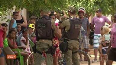 Três pessoas da mesma família são assassinadas em Petrolina (PE) - A polícia acredita que o crime foi motivado por vingança. De acordo com um balanço divulgado pela Secretaria de Defesa Social, no ano passado, o estado registrou um aumento de 21% no número de homicídios.