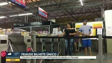 Cinco homens são presos por venda irregular de Bilhete Único em SP - Com eles, os policiais encontraram 11 cartões fraudados, com cerca de R$ 2.658 neles.