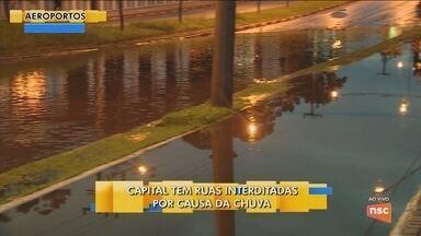 Florianópolis tem ruas interditadas por causa da chuva - Florianópolis tem ruas interditadas por causa da chuva