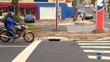 Prefeitura de Rio Preto anuncia gasto de R$ 8 milhões para consertar desnível em calçadas - A prefeitura de Rio Preto anunciou que vai gastar mais oito R$ oito milhões para consertar o desnível entre as calçadas e o asfalto dos corredores de ônibus. Um valor alto, que vai encarecer ainda mais o projeto.