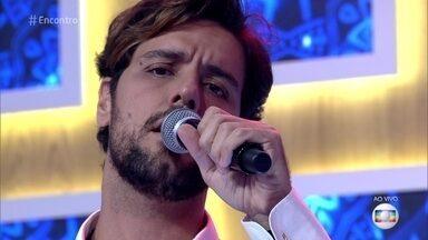 Thiago Arancam canta 'Strani Amori' - Tenor encanta com música que foi gravada por Renato Russo