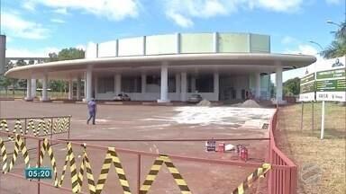 Situação da rodoviária de Maracaju e crítica e moradores aguardam novo prédio - Novo prédio da rodoviária ainda não foi concluído. Enquanto isso, usuários e trabalhadores convivem com situação crítica.
