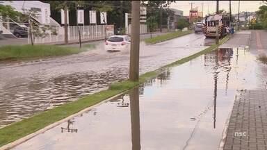 Florianópolis registra pontos de alagamentos após chuva - Florianópolis registra pontos de alagamentos após chuva