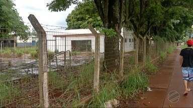 Moradores reclamam das condições precárias do bairro Santa Maria, em Dourados - Além da academia ao ar livre que tem vários equipamentos quebrados, o asfalto apresenta vários buracos.