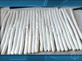 Polícia apreende 25 bananas de dinamite após denúncia em Minas Novas - Explosivos foram encontrados em um barraco alugado por dois suspeitos; com eles foram apreendidas ainda armas, munições e um animal silvestre.
