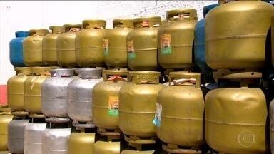 Petrobras anuncia nova política de preços para o gás de cozinha - Reajustes que aconteciam mensalmente vão continuar atrelados ao mercado internacional, mas mudança nos preços vão ser a cada três meses.