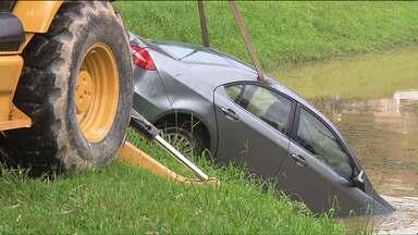 Carro é encontrado dentro de um lago do Parque Tingui - Veículo pertencia ao motorista Marcos Mathozo Cordeiro, achado morto em Almirante Tamandaré