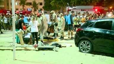 Carro desgovernada invade calçadão de Copacabana - Um bebê de 8 meses foi atropelado e morreu. Outras 17 pessoas ficaram feridas. Entre elas, um australiano internado no hospital Miguel Couto em estado grave.