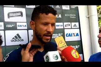 """Rafael Martins, goleiro do Coritiba, fala sobre dificuldades: """"Pensei em desistir"""" - Rafael Martins, goleiro do Coritiba, fala sobre dificuldades: """"Pensei em desistir"""""""