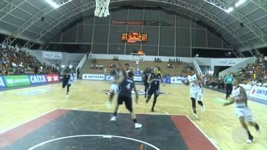 Time de basquete do Vitória vence o Pinheiros, no ginásio de Cajazeiras, pelo NBB - O time soma sete vitórias em oito jogos na competição.