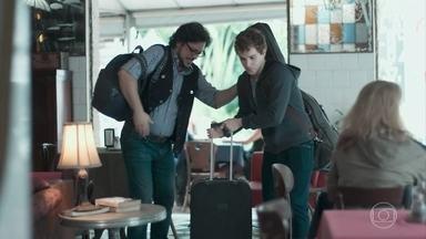 Gabriel chega para sua temporada com Roney - Keyla percebe o nervosismo do pai e recebe o irmão com carinho. Gabriel se oferece para trabalhar como DJ na lanchonete, Roney aprova