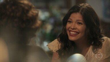 Maria Vitória conta para Celeste que vai morar no Brasil - Celeste se emociona com a decisão da filha