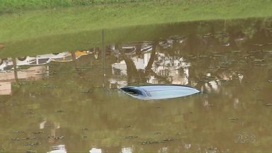 Motorista do Uber é encontrado morto em Curitiba - O carro em que ele trabalhava foi encontrado boiando em um lago