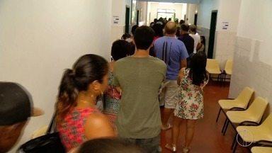 Procura por imunização contra febre amarela sobe em Petrópolis, no RJ - Assista a seguir.