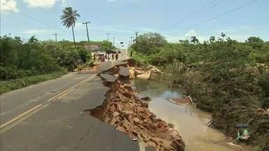Praias do Trairi têm difícil acesso após destruição de pista - Confira mais notícias em G1.globo.com/ce