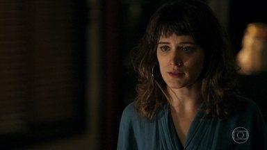 Clara decide ir à delegacia falar com Duda - Patrick concorda com Clara e pensa que talvez Duda se abra com a amiga