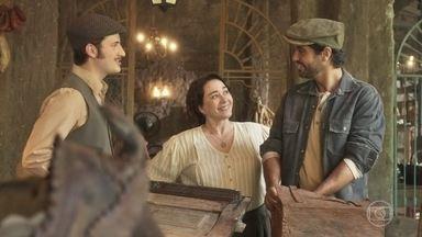 Inácio e Lucas se aproximam - Lucas se oferece para ajudá-lo na reforma do mercado