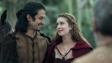 Amália parte para Montemor com Afonso - O casal se apronta para a viagem e se despede da família da feirante