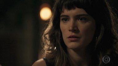 Clara conversa com Renato sobre seu plano contra Vinícius - Ela diz que pretende se aproximar de Laura para descobrir o que há de errado com a família do delegado