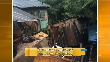 Casa desaba por causa da chuva em Chapecó - Casa desaba por causa da chuva em Chapecó