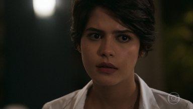 Adriana confessa que quer que Duda seja libertada - Hugo tenta fazer Duda revelar sua verdadeira identidade