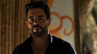 Amaro leva Estela para falar com Mercedes e se aflige com o que ouve da vidente - Mercedes afirma que estava esperando a visita da filha de Sophia