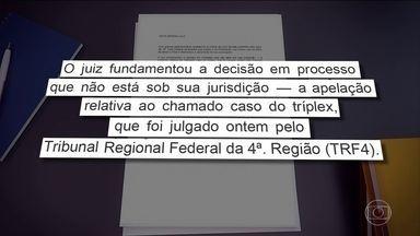 Justiça do DF determina apreensão do passaporte do ex-presidente Lula - O juiz Ricardo Leite, da 10ª Vara Federal em Brasília determinou a apreensão do passaporte de Lula, proibindo que ele deixe o país. A decisão foi tomada no processo que apura suposto tráfico de influência de Lula na compra de aviões suecos.