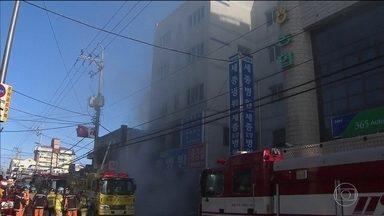 Incêndio em hospital mata 37 pessoas na Coreia do Sul - O fogo começou perto da sala de emergência do hospital. As vítimas estavam no hospital e num abrigo para idosos que funciona num prédio ao lado.