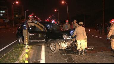 Médico com sinais de embriaguez provoca dois acidentes na BR-230 - Ele estava andando na contramão quando bateu numa moto e no carro.
