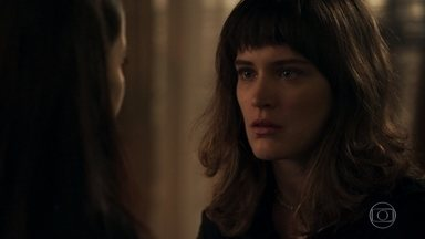 Clara incentiva Laura a não desistir de seu casamento - A filha de Lorena decide ter uma conversa com Rafael