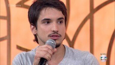 Gabriel Calamari fala sobre seu personagem em 'Malhação' - Ator fala dos desafios da trama e se diz satisfeito em dar vida ao Felipe
