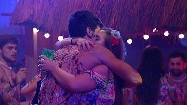 Lucas abraçou Patrícia: 'Você tem uma energia só sua' - Lucas abraça Patrícia