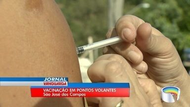 São José adota postos volantes para vacinar contra febre amarela - Agentes fazem trabalho casa a casa.