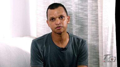 Warley grava vídeo e reafirma versão de assalto em João Pessoa - Ex-jogador gravou depoimento para a TV Belo e nega que tenha feito programa com travesti na madrugada em que foi esfaqueado