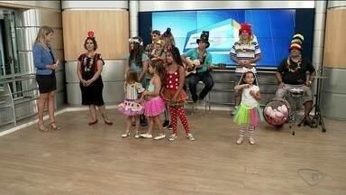 Festa de carnaval para crianças agita moradores de Linhares, ES - Adultos também podem se divertir na festa.